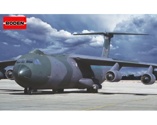 Самолет C-141B Starlifter