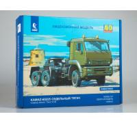 Сборная модель КАМАЗ-65225 седельный тягач
