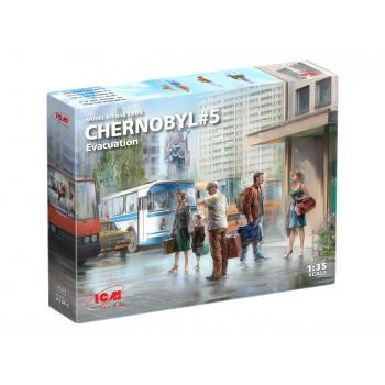 35905 ICM Фигуры, Чернобыль №5. Эвакуация (4 взрослых, 1 ребёнок и багаж) сборная модель